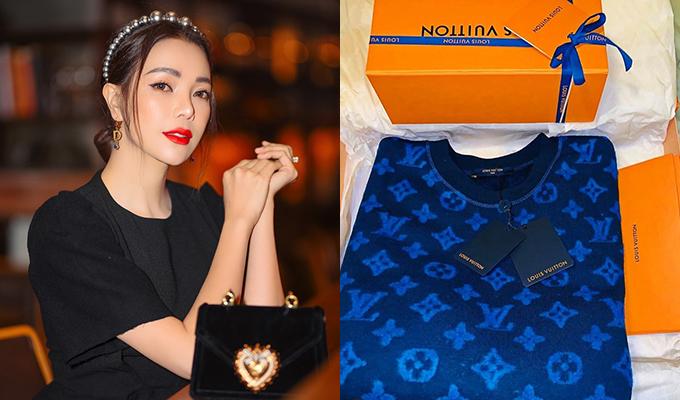 Trà Ngọc Hằng chuộng thương hiệu Louis Vuitton nên nhân dịp Tết đến sắm rất nhiều item của nhà mốt nước Pháp vào bộ sưu tập.