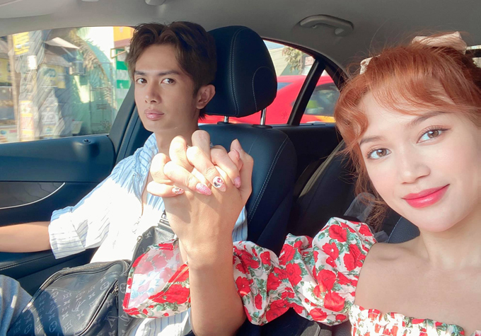 Huỳnh Phương chứng minh tình cảm với Sĩ Thanh khi tay trong tay, đưa cô về thăm quê nhà Đồng Tháp.