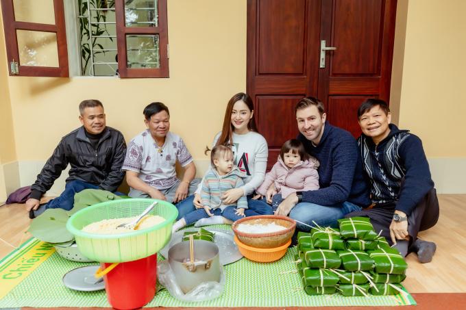 <p> Kết thúc buổi gói bánh, tuy sản phẩm của vợ chồng Lan Phương chưa xuất sắc nhưng cả hai đều rất vui với trải nghiệm mới.</p>