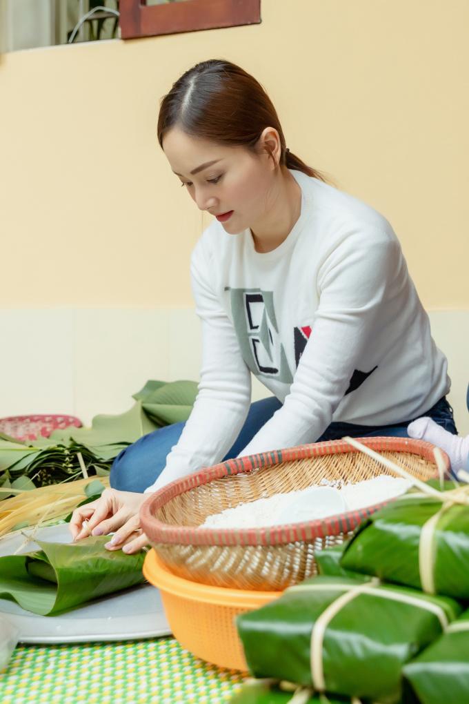 """<p> """"Nàng dâu order"""" mong muốn được dạy cho con, giới thiệu với chồng những nét truyền thống đáng tự hào của người Việt Nam.</p>"""