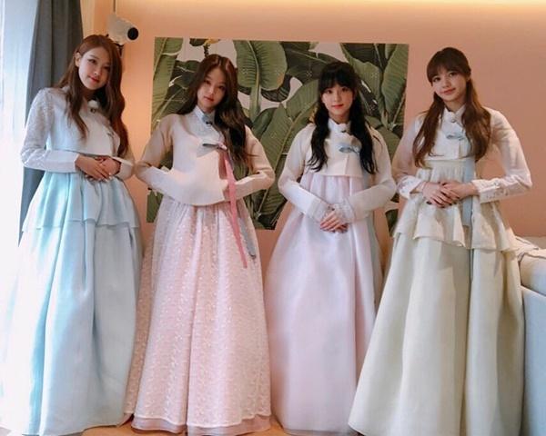 Black Pink thả tóc dài dịu dàng trong bộ hanbok chúc Tết các fan.