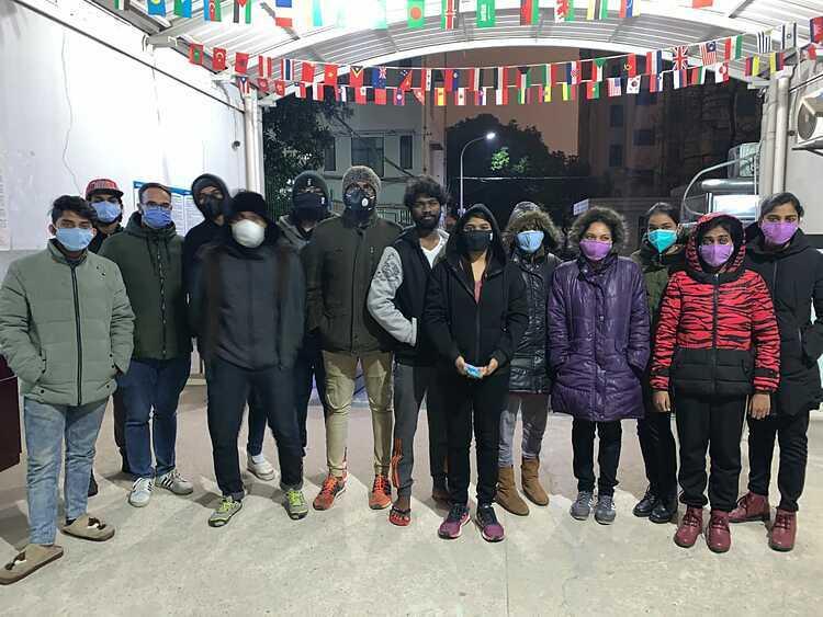 Các sinh viên Ấn Độ bị mắc kẹt ở Vũ Hán đang lo sợ sẽ bị hết lương thực trong những ngày tới. Ảnh: CNN.