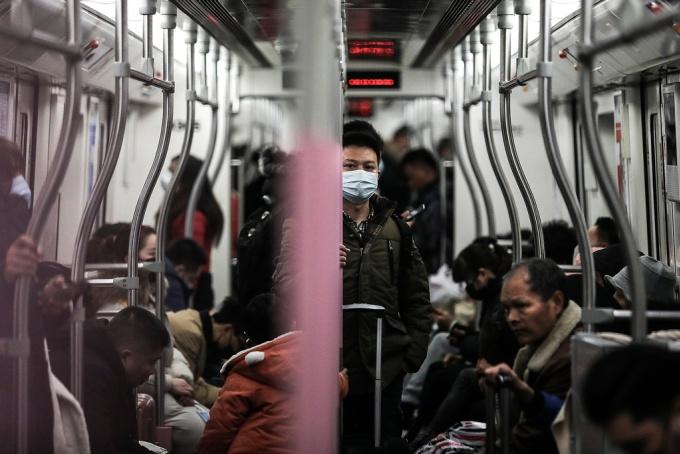 <p> Chính quyền tỉnh Hồ Bắc hiện đã cấm đi lại đối với 8 thành phố, bao gồm thủ phủ Vũ Hán, cấm các hãng lữ hành, và lùi thời gian bắt đầu học kỳ mới. Ảnh: <em>Washington Post.</em></p>