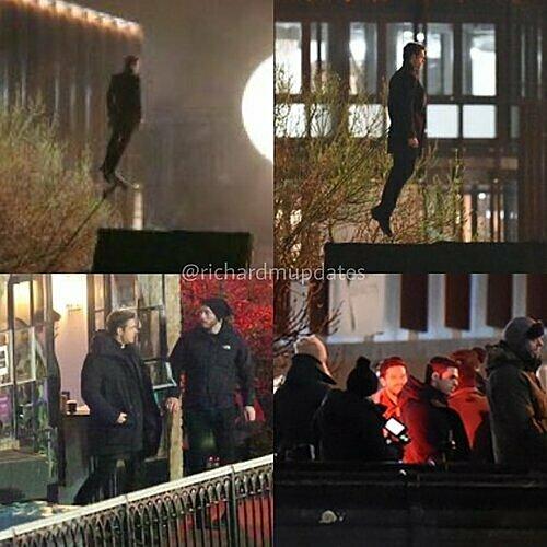 Ảnh trên phim trường cho thấy nhân vật củaRichard Madden đang lơ lửng trên không.
