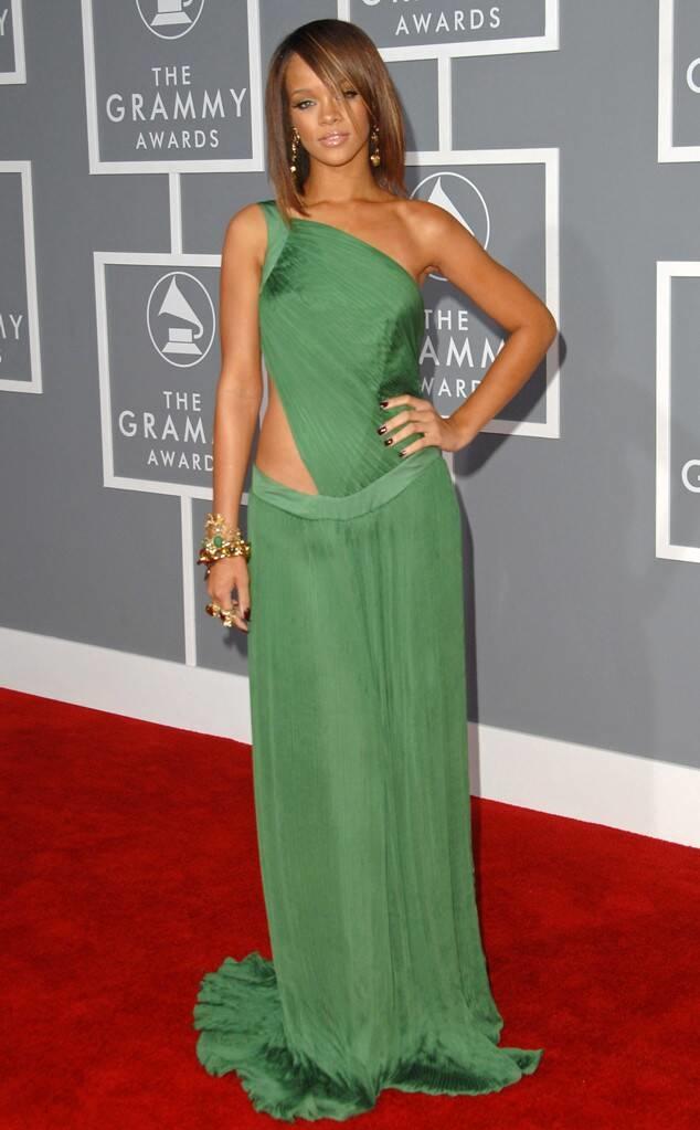 <p> Rihanna lần đầu dự Grammy năm 2007 khi nữ ca sĩ 19 tuổi.</p>