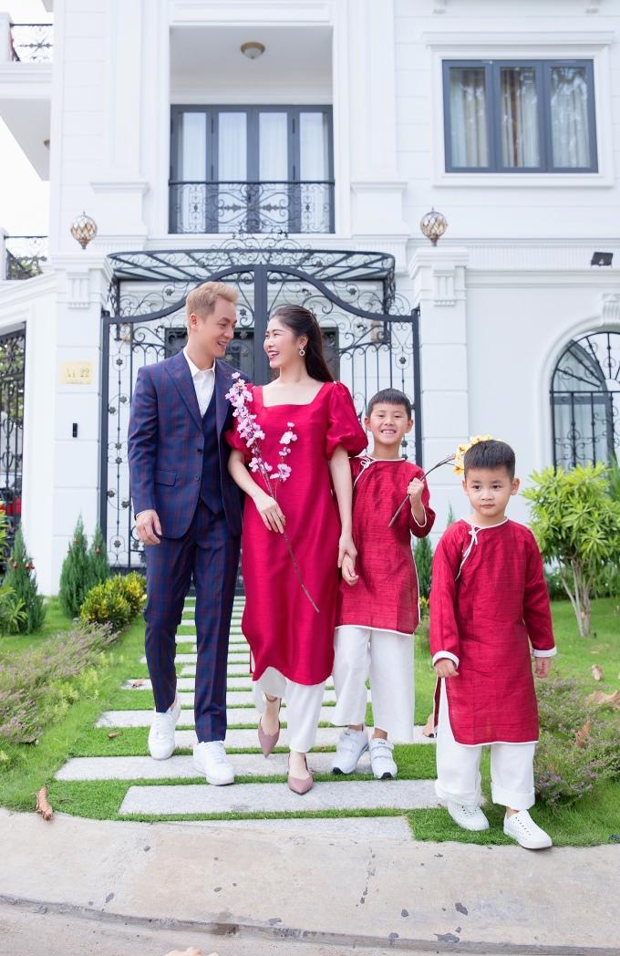 <p> Đăng Khôi đang lên kế hoạch để đại gia đình đi nghỉ dưỡng Đà Lạt, Nha Trang.</p>