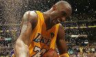 Người hâm mộ 'tan nát cõi lòng' vì Kobe Bryant qua đời