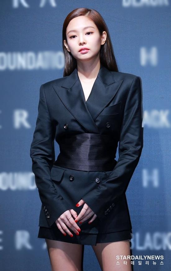 10 idol toát lên thần thái cậu ấm cô chiêu quý tộc nhất Kpop - 5