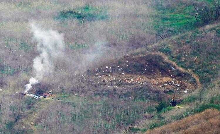Chiếc trực thăng Sikorsky S-76 đâm vào vách núi dẫn tới đám cháy.