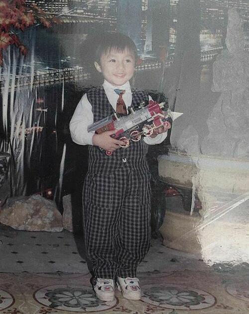 Sơn Tùng chứng minh đẹp trai từ bé.