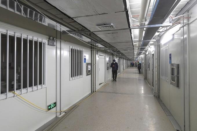 <p> Hành lang các lối đi bên trong bệnh viện đã được lắp đặt đầy đủ thông gió, bảng hiệu chỉ dẫn, dọn dẹp vệ sinh tươm tất.</p>