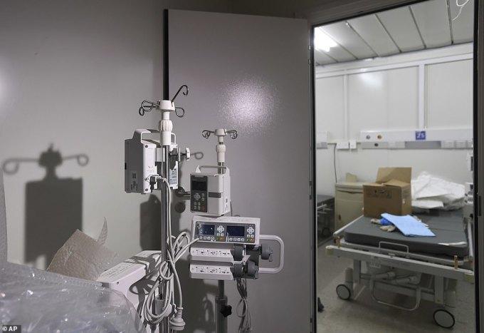 <p> Bệnh viện dự kiến mở cửa vào ngày mai, gồm 1.000 giường bệnh, phòng chăm sóc đặc biệt cùng các bộ phận chẩn đoán và kiểm soát lây nhiễm.</p>