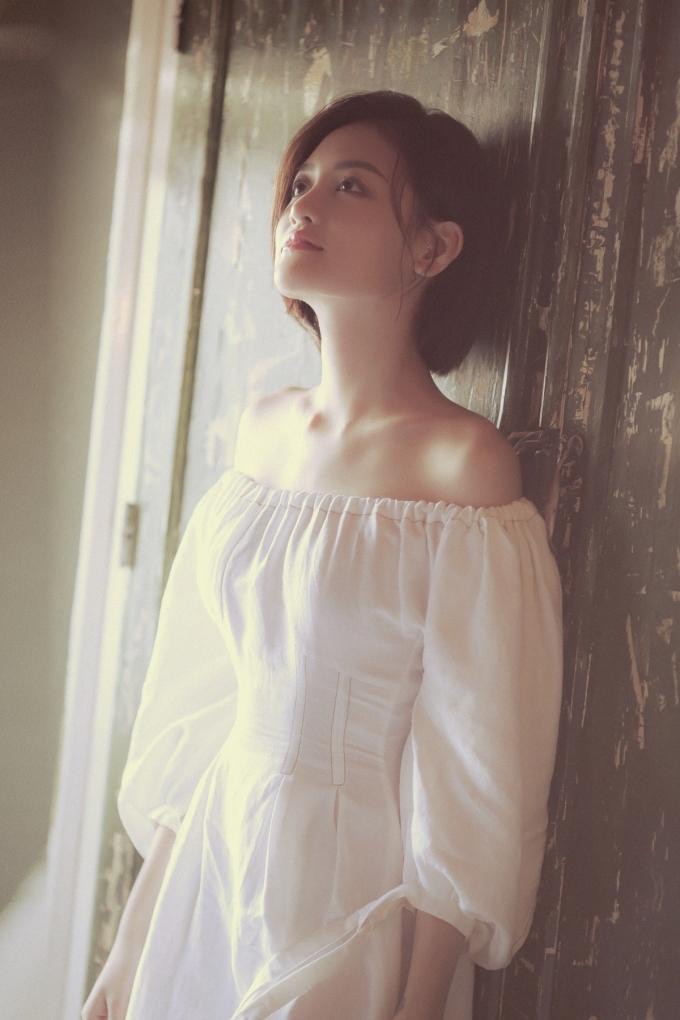 <p> Cô thực hiện bộ ảnh lưu giữ thanh xuân với phong cách nhẹ nhàng, trẻ trung.</p>