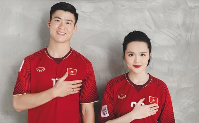 <p> Đám cưới Quỳnh Anh - Duy Mạnh đang nhận được sự chú ý của người hâm mộ. Càng sát ngày cưới (9/2) cặp đôi liên tục mang đến bất ngờ cho fan. Một trong số đó là bộ ảnh cưới đầu tiên theo phong cách bóng đá.</p>