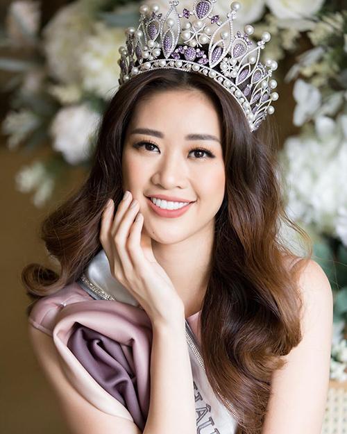 Là đại diện tiếp theo của Việt Nam ở Miss Universe 2020 sau HHen Niê, Hoàng Thùy, Khánh Vân được khán giả Việt kỳ vọng sẽ làm nên chuyện. Nhiều người trông đợi sự thay đổi của chân dài 25 tuổi trước khi đến với đấu trường sắc đẹp lớn nhất hành tinh. Tuy nhiên từ khi đăng quang đến nay, Khánh Vân chưa có sự thay đổi rõ rệt.