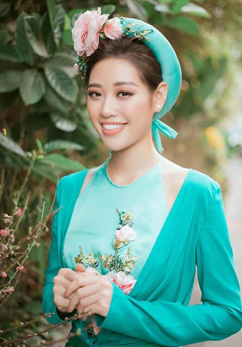 Trên một số diễn đàn sắc đẹp, khán giả Việt Nam cho rằng cách trang điểm hiện tại của Khánh Vân chưa phù hợp, khiến cô lộ nhược điểm gương mặt, đồng thời trông nhạt nhòa khó gây dấu ấn.