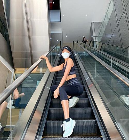 HHen Niê đeo khẩu trang đi tập gym trở lại sau Tết.