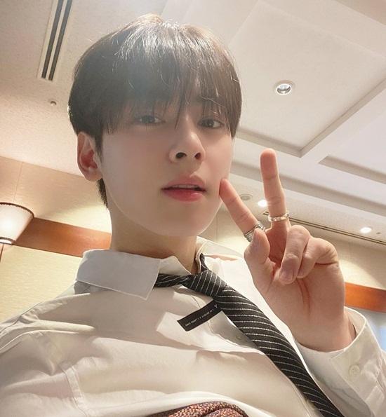 Cha Eun Woo khoe vẻ điển trai