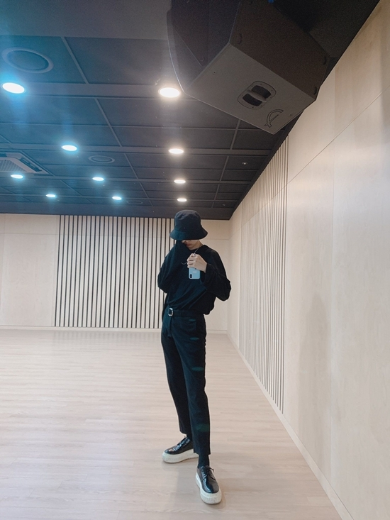 Những thành viên cao nhất TXT bao gồm Yeon Jun (1,82m)...