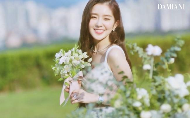 Irene khoe visual rạng ngời trong quảng cáo.