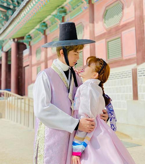 Huỳnh Phương - Sĩ Thanh tình tứ hết cỡ trong chuyến du lịch Hàn Quốc đầu năm.