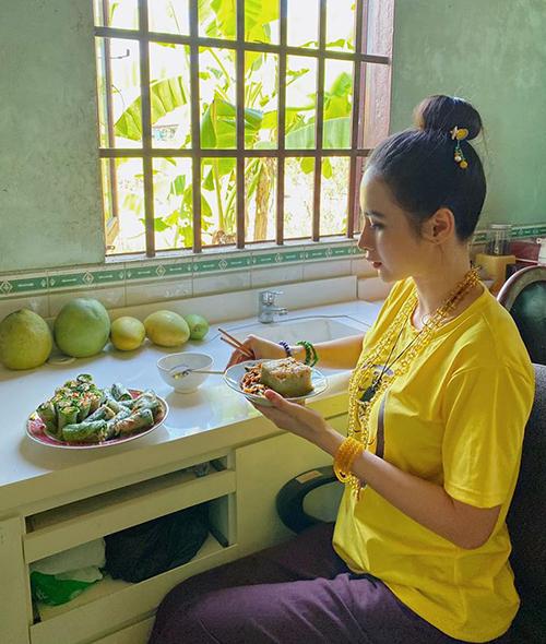 Angela Phương Trinh ăn chay, vào chùa mỗi ngày.