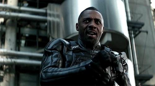 Brixton Lore, kẻ tự nhận mình là Black Superman, với cơ thể được nâng cấpthành cỗ máy chiến đấu.