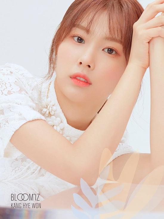 Kang Hye Won có khuôn mặt hợp với concept thơ ngây, trong sáng như mối tình đầu.
