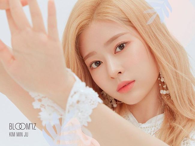 Kim Min Ju gây thương nhớ với bức ảnh cận mặt, nhan sắc đỉnh cao. Netizen cho rằng cô nàng là thành viên có khuôn mặt giống diễn viên nhất IZONE, nên thử nghiệm diễn xuất.