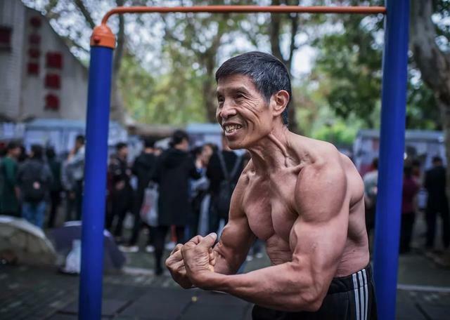Nhà vô địch thể hình không bao giờ bệnh ở Trung Quốc qua đời vì virus corona