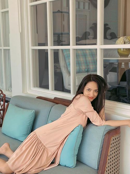 Hương Giang thả dáng nhẹ nhàng khi đi nghỉ dưỡng ở Kiên Giang.
