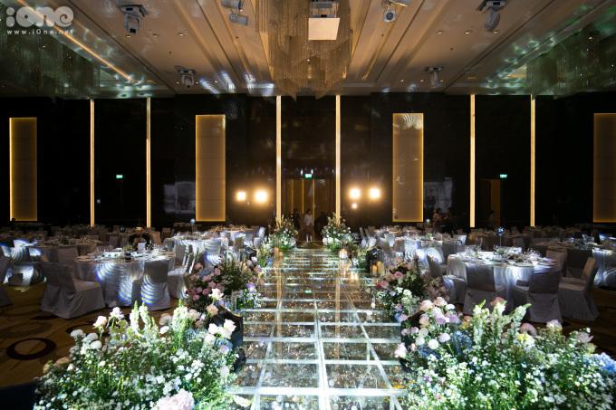 <p> Toàn bộ không gian bên trong của đám cưới.</p>