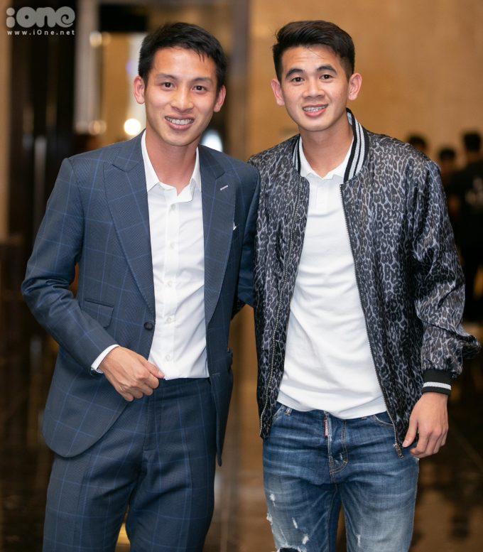 <p> Đỗ Hùng Dũng (trái) và Trần Văn Kiên (Hậu vệ của Hà Nội FC).</p>