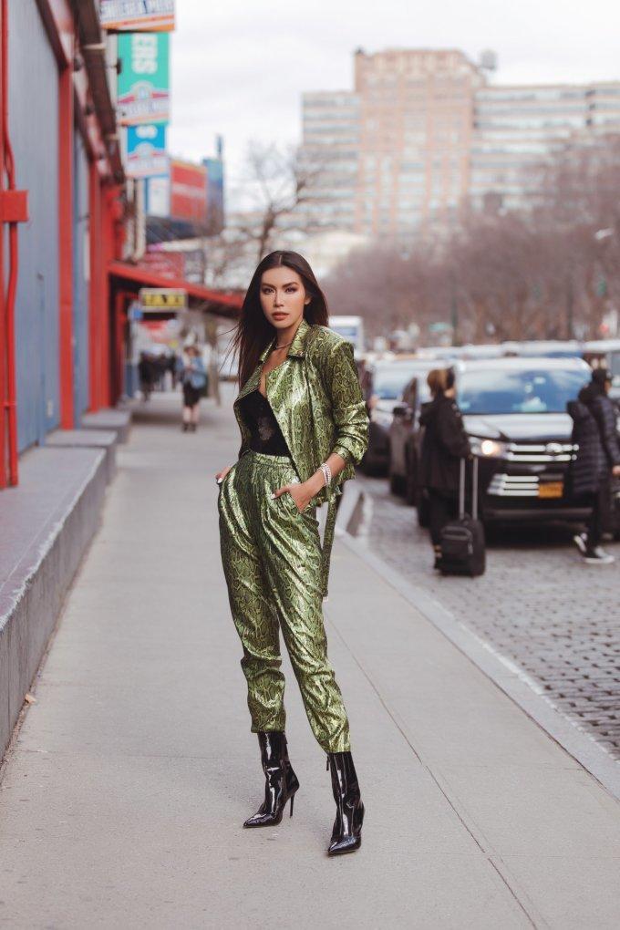 <p> Siêu mẫu - Hoa hậu Minh Tú có mặt tại Mỹ để tham gia những hoạt động và show diễn đầu tiên tại New York Fashion Week 2020 vào 8/2.</p>