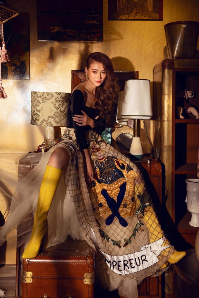 <p> Lấy cảm hứng từ những nhân vật thần tiên, Phương Khánh thực hiện shoot hình khoe vẻ đẹp ngày càng sắc sảo.</p>