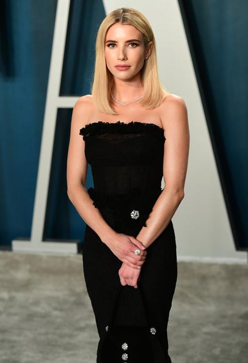 Emma Roberts là mỹ nhân hiếm hoi chọn phong cách kín đáo, thanh lịch.
