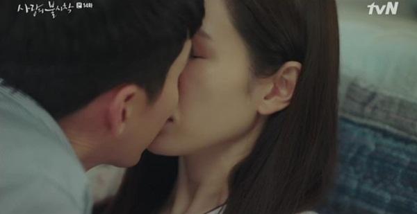 Anh chàng lợi dụng khoe sẹo để khóa môi người yêu.