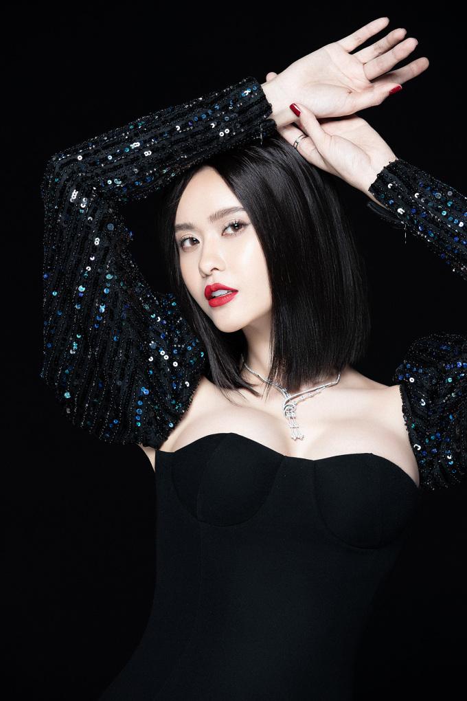 """<p> Trương Quỳnh Anh tâm đắc với câu nói: """"Bạn đẹp nhất khi bạn cố gắng hết sức"""".</p>"""
