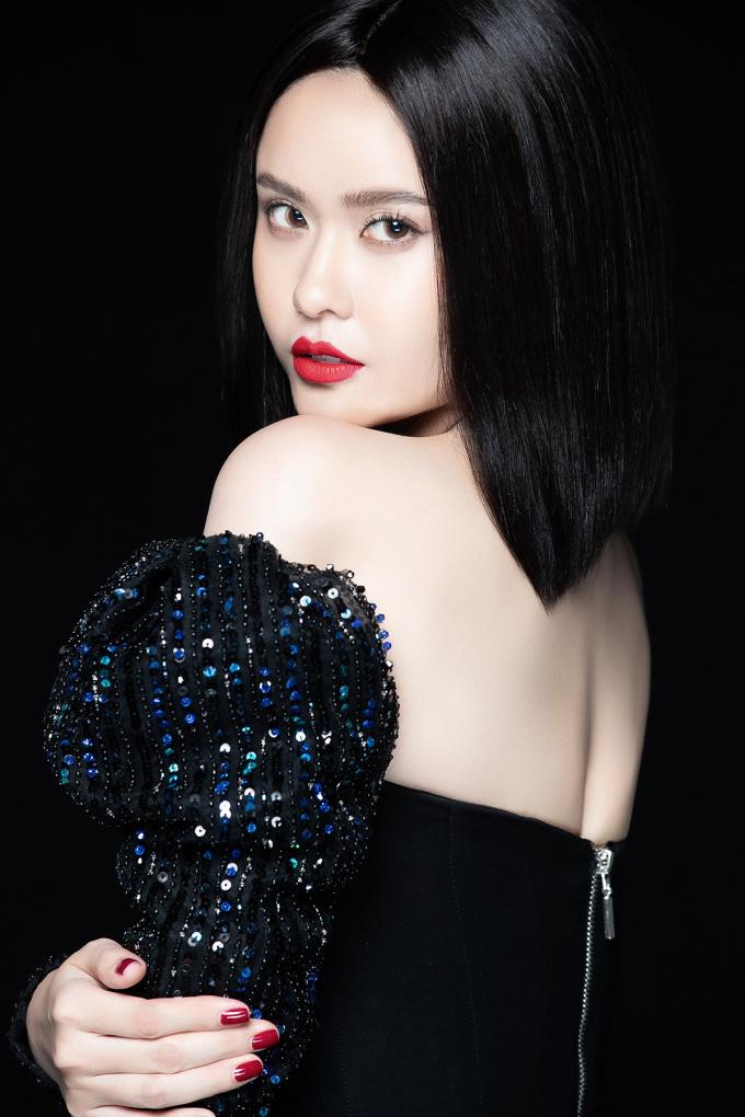 <p> Năm 2020, Trương Quỳnh Anh tiếp tục hướng đến điều mới mẻ để khán giả không cảm thấy nhàm chán hoặc bị chê một màu.</p>