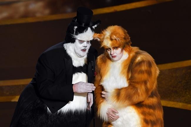 Rebel Wilson và James Corden hóa trang thành những nhân vật trong Cats khi công bố giải Hiệu ứng hình ảnh xuất sắc nhất dành cho bộ phim 1917.