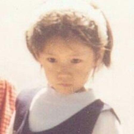 Nhóc tỳ đáng yêu này là idol Kpop nào? - 9