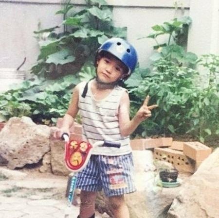 Nhóc tỳ đáng yêu này là idol Kpop nào? - 2