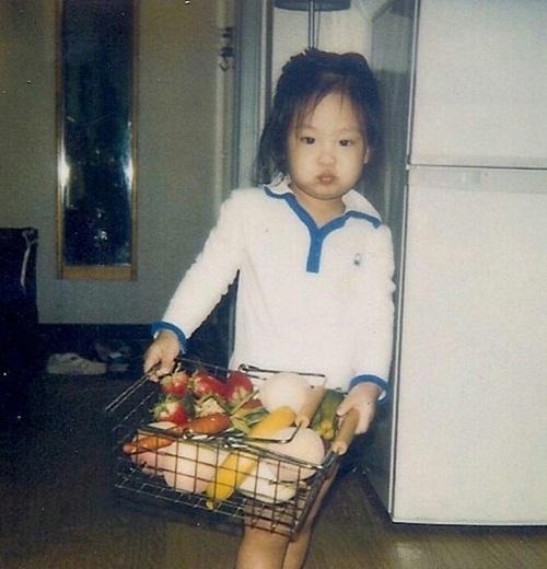 Nhóc tỳ đáng yêu này là idol Kpop nào? - 3