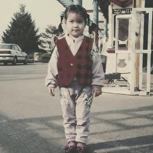 Nhóc tỳ đáng yêu này là idol Kpop nào? - 7