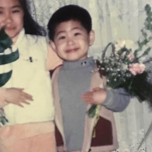 Nhóc tỳ đáng yêu này là idol Kpop nào? - 8