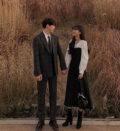 Nếu muốn có diện mạo thật lịch sự trong ngày Valentine, một bộ suit cho bạn trai và một bộ váy thật xinh cho bạn gái là lựa chọn đáng thử.