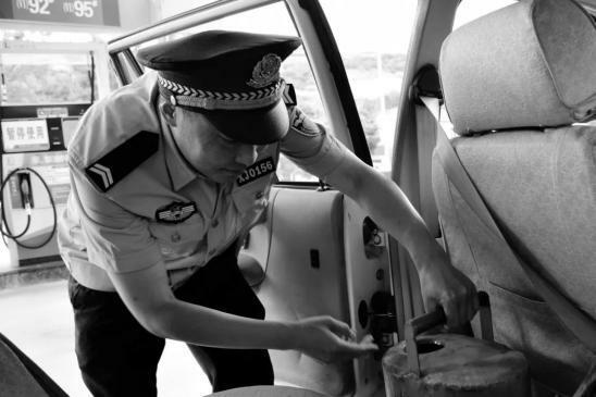 Cảnh sát Điền qua đời sau thời gian lao lực tham gia phòng chống dịch bệnh.