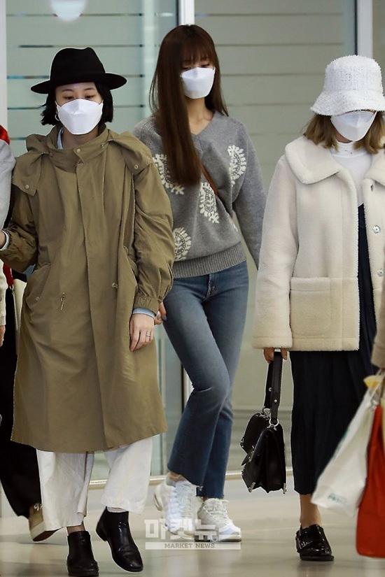 Twice trở về Hàn sau khi hoàn thành lịch trình ở Nhật Bản. Các thành viên đều che khẩu trang kín mít vì lo lắng về dịch bệnh corona trong thời gian gần đây.