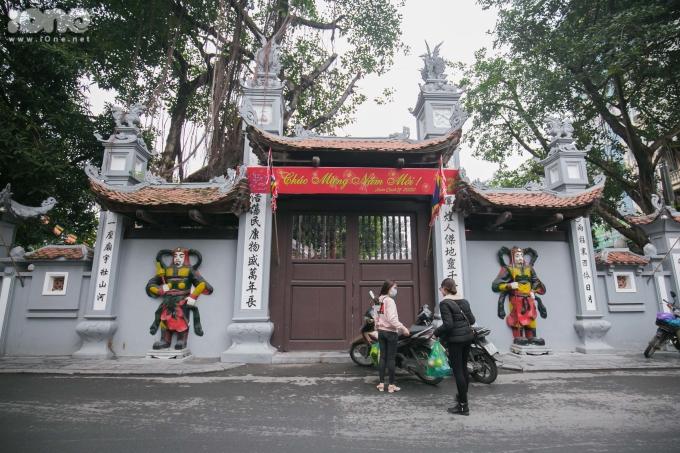 <p> Chùa Hà (có tên chữ là Thánh Đức tự) cùng với Đình Bối Hà, lập thành cụm di tích Đình - Chùa Hà ở phố Chùa Hà, phường Dịch Vọng, quận Cầu Giấy, Hà Nội.Đây là một trong những ngôi chùa nổi tiếng về việc cầu duyên ở miền Bắc.</p>
