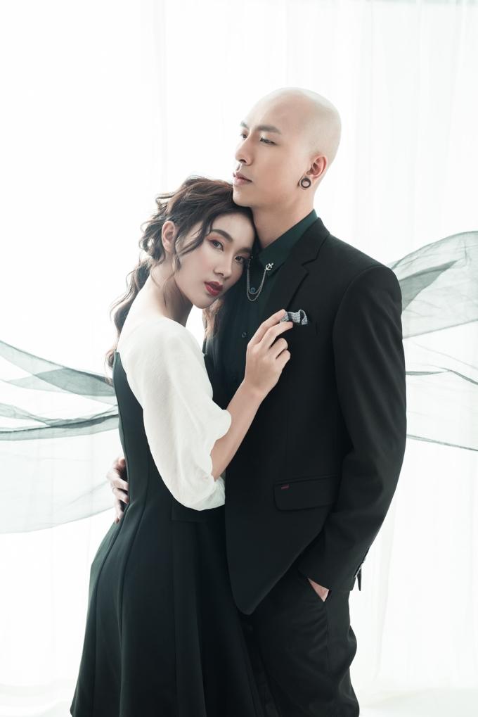 """<p> Khi nhắn gửi đến bạn trai, Phạm Lịch nói:""""Anh cần phải biết, em sẽ cướp trái tim anh nếu như anh trao nó cho người khác... Em sẽ bỏ bùa để anh yêu một mình em..."""".</p>"""
